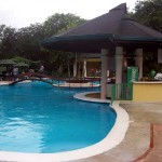 pool bar from shallow side